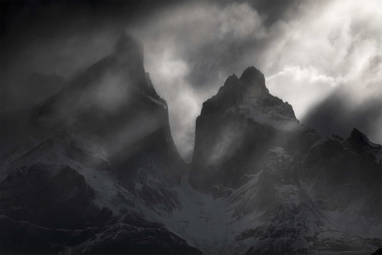 Light rays, Cordillera Paine