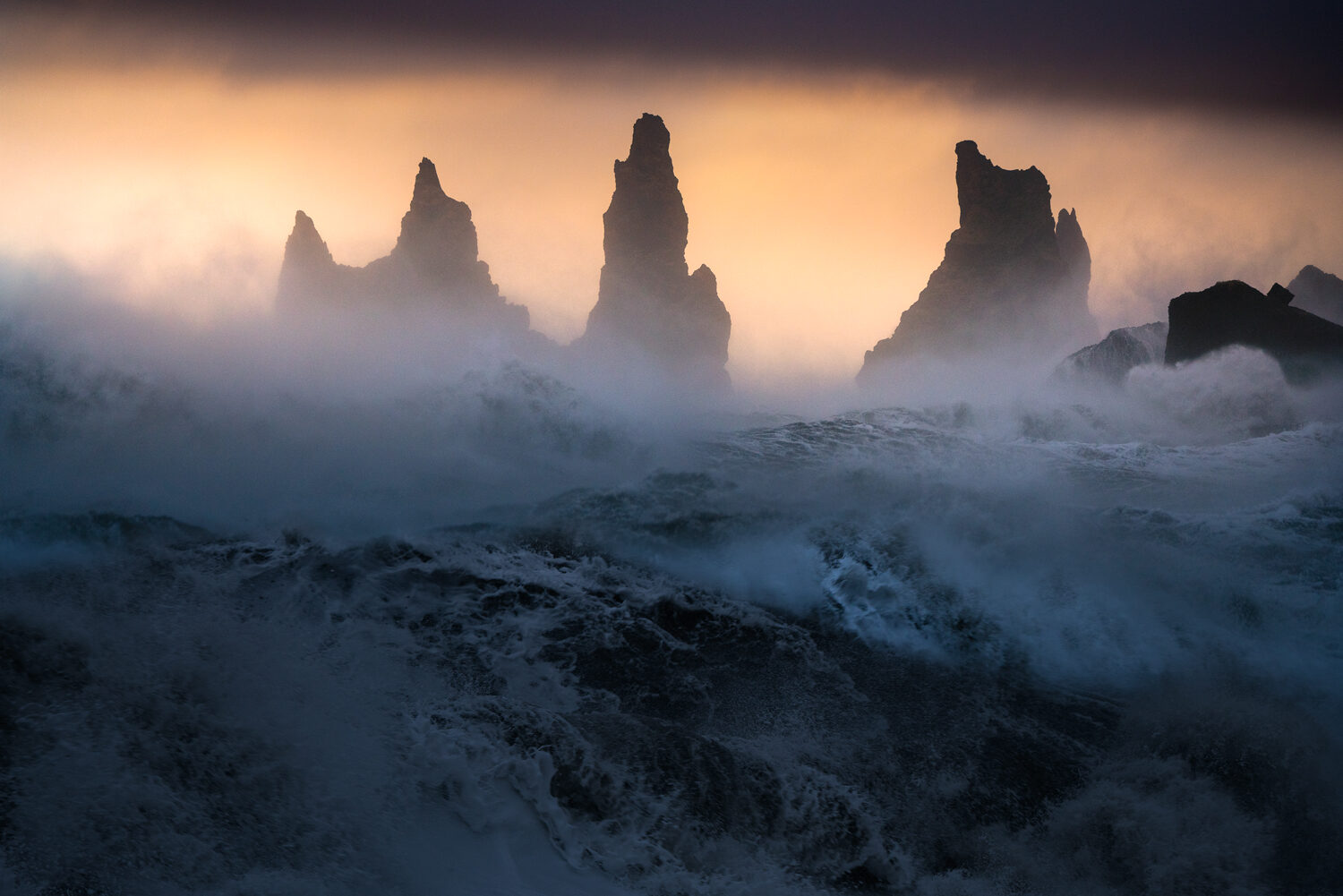 Strong winds and large swell on the coast of Iceland